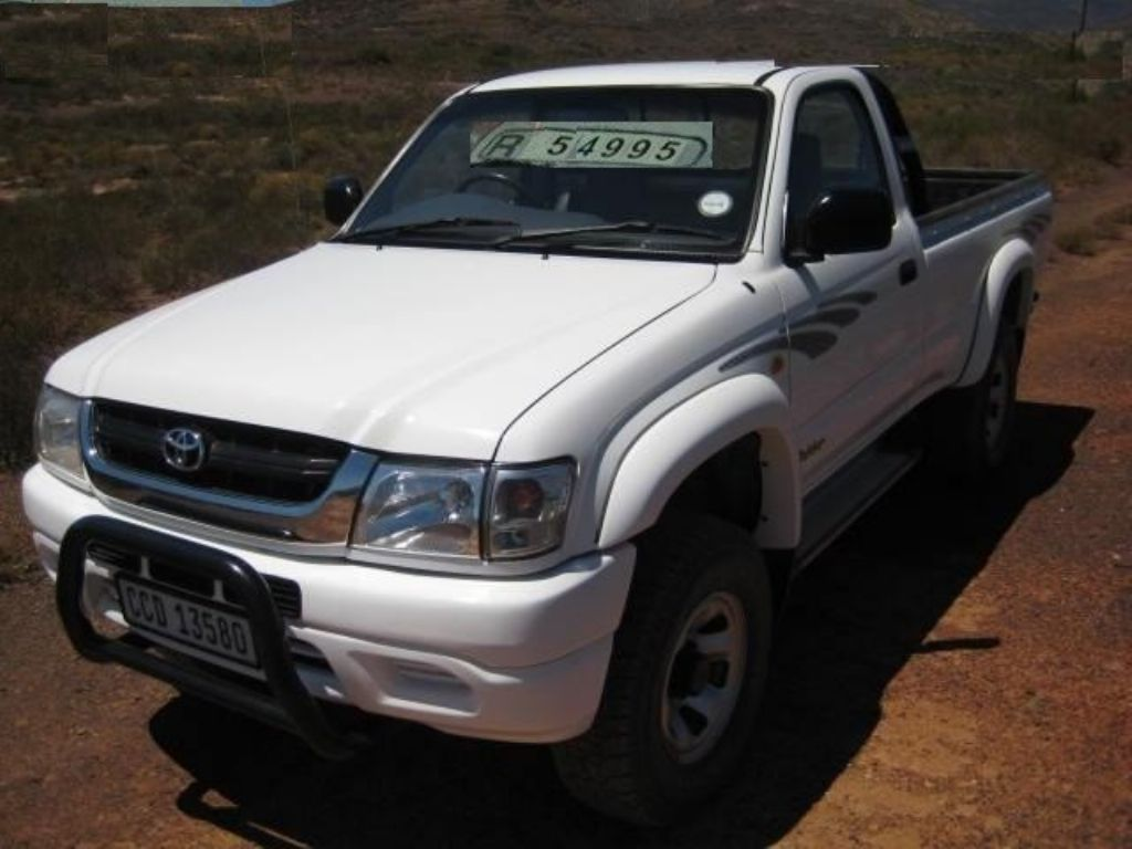 surf4cars-used-cars-0-2004-toyota-hilux-t3-(10).jpg