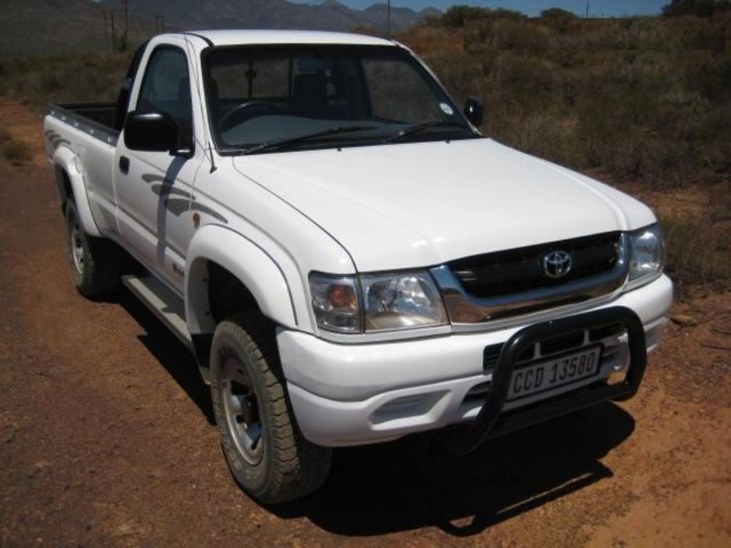 surf4cars-used-cars-1-2004-toyota-hilux-t2-(11).jpg