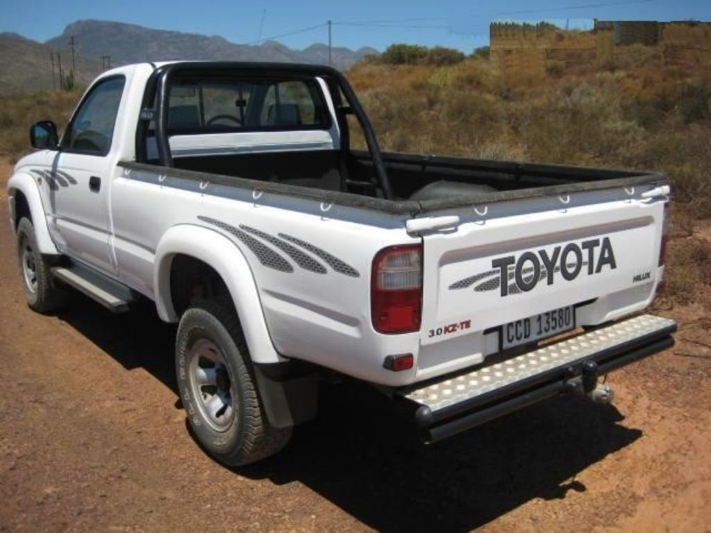 surf4cars-used-cars-2-2004-toyota-hilux-t1-(10).jpg