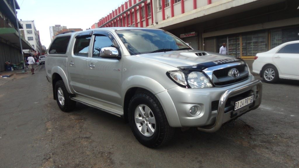 surf4cars-used-cars-3283120-0-2011-toyota-hilux-dsc00815.jpg