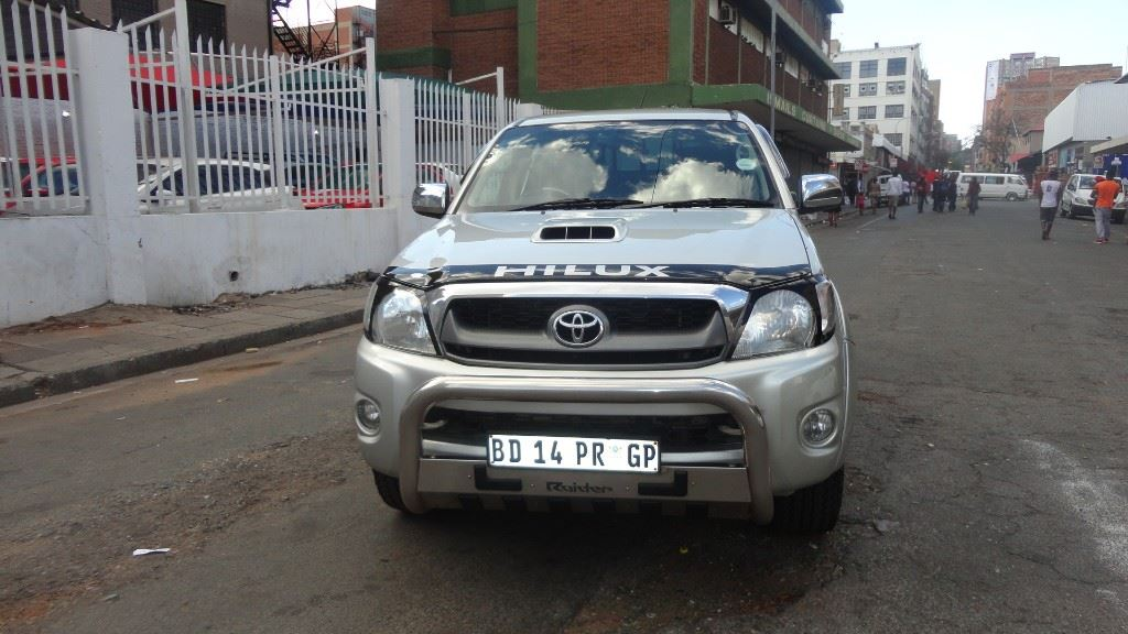 surf4cars-used-cars-3283120-1-2011-toyota-hilux-dsc00816.jpg