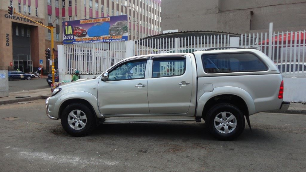surf4cars-used-cars-3283120-3-2011-toyota-hilux-dsc00818.jpg