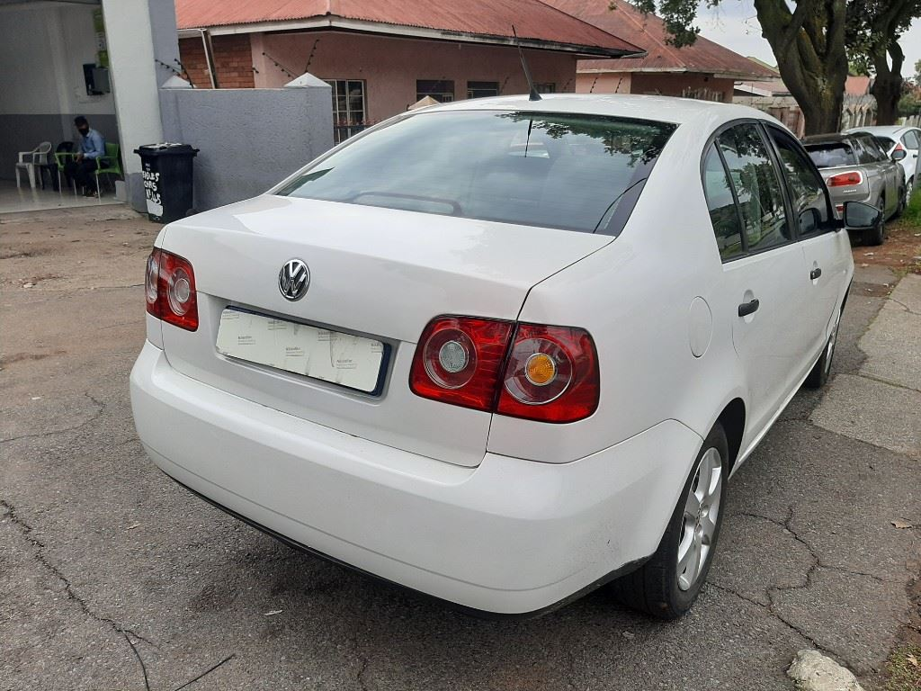 surf4cars-used-cars-3293465-3-2017-volkswagen-polo-vivo-20210317_121453.jpg