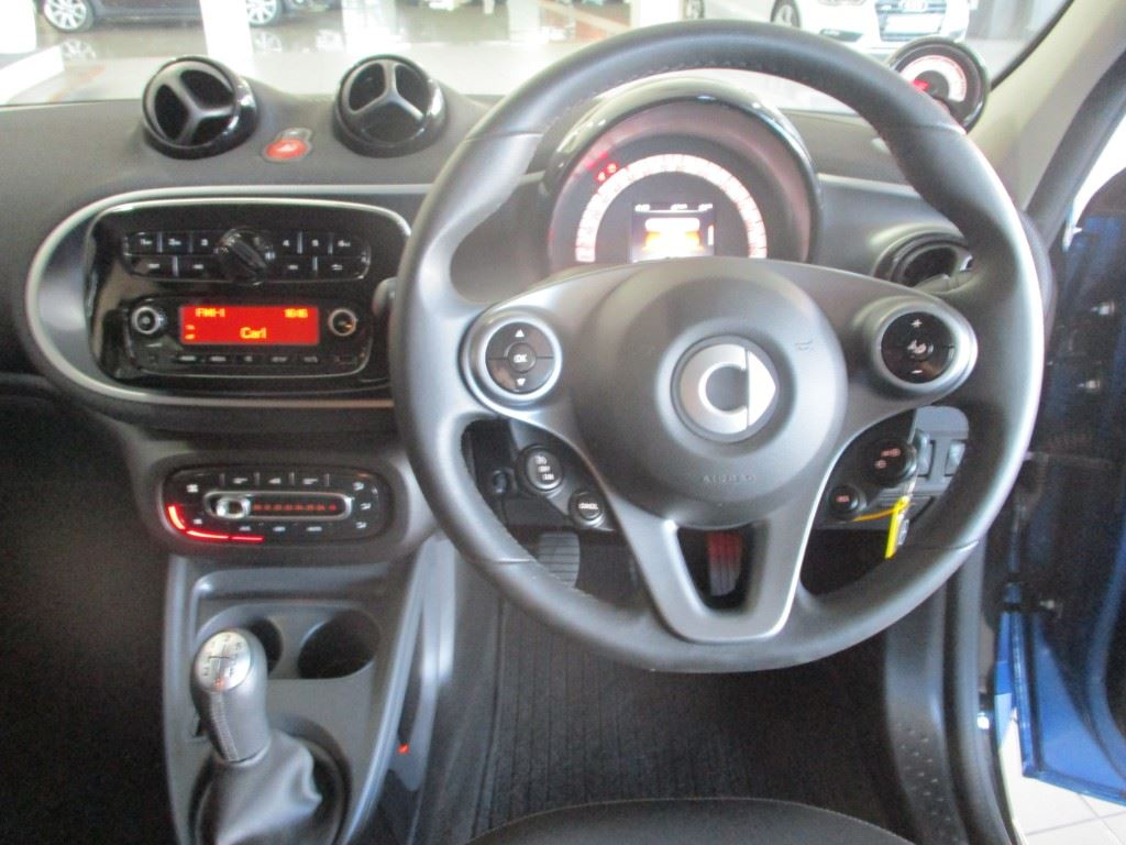 surf4cars-used-cars-3300503-2-2017-smart-forfour-img_1093.jpg