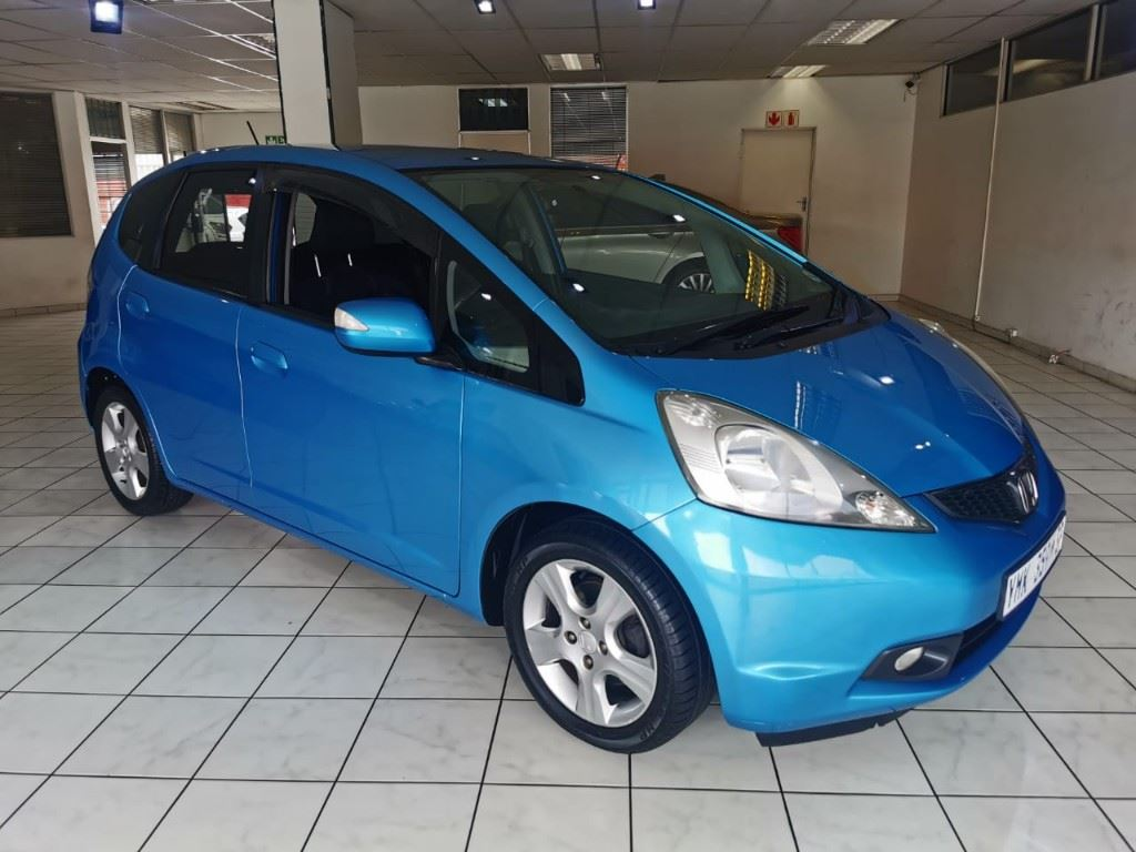 surf4cars-used-cars-3303956-2-2009-honda-jazz-whatsapp-image-2021-03-25-at-15.14.07-(1).jpeg