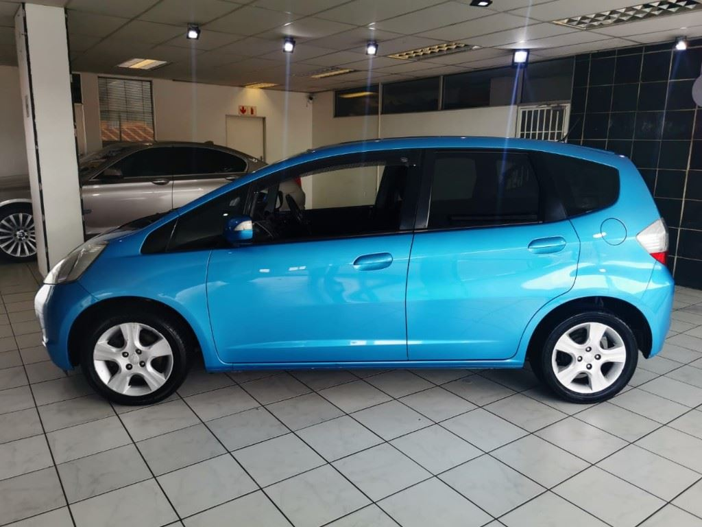 surf4cars-used-cars-3303956-8-2009-honda-jazz-whatsapp-image-2021-03-25-at-15.14.01-(1).jpeg