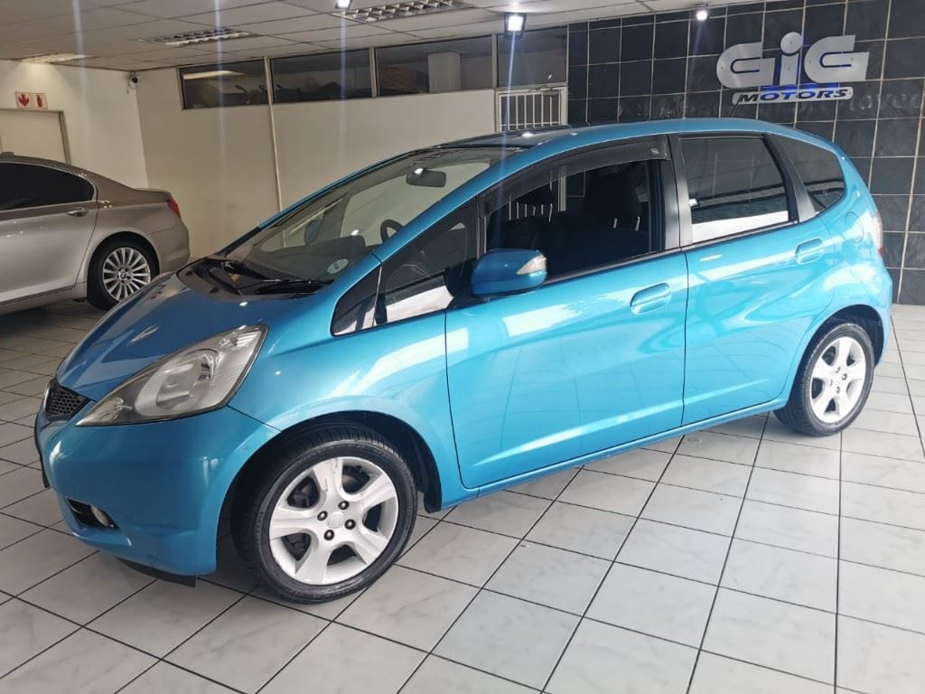 surf4cars-used-cars-3303956-9-2009-honda-jazz-whatsapp-image-2021-03-25-at-15.14.03.jpeg