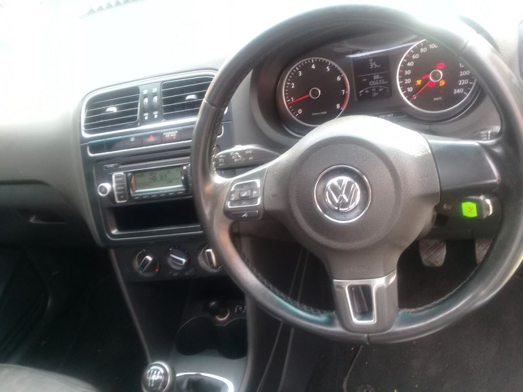 surf4cars-used-cars-3308596-6-2013-volkswagen-polo-20210330_100000.jpg