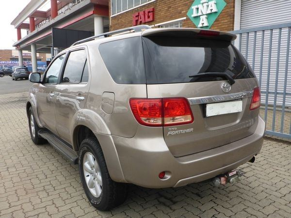 surf4cars-used-cars-3326787-3-2011-toyota-fortuner-6075839_12-(1).jpg