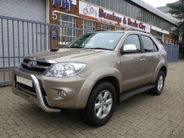 surf4cars-used-cars-3326787-7-2011-toyota-fortuner-6075839_3-(1).jpg