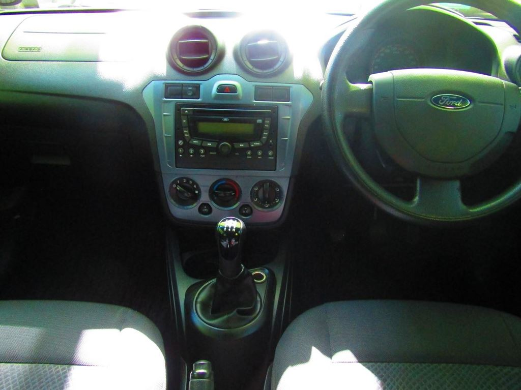 surf4cars_used_cars_7216166_61918_ford_figo_14_ambiente_9200919.jpg