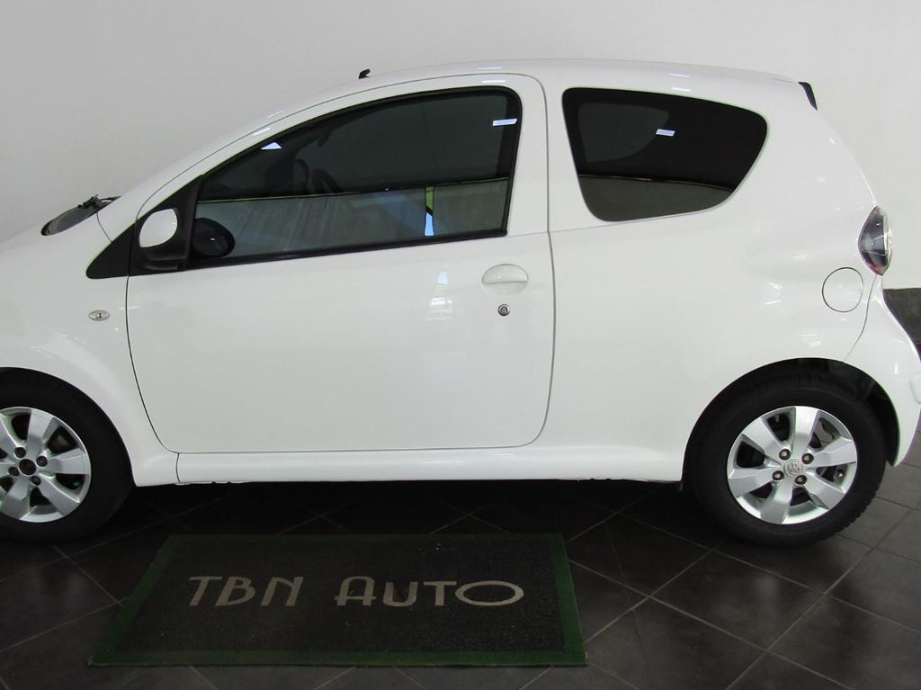 surf4cars_used_cars_7345090_61918_toyota_aygo_3-door_10_wild_4210313.jpg