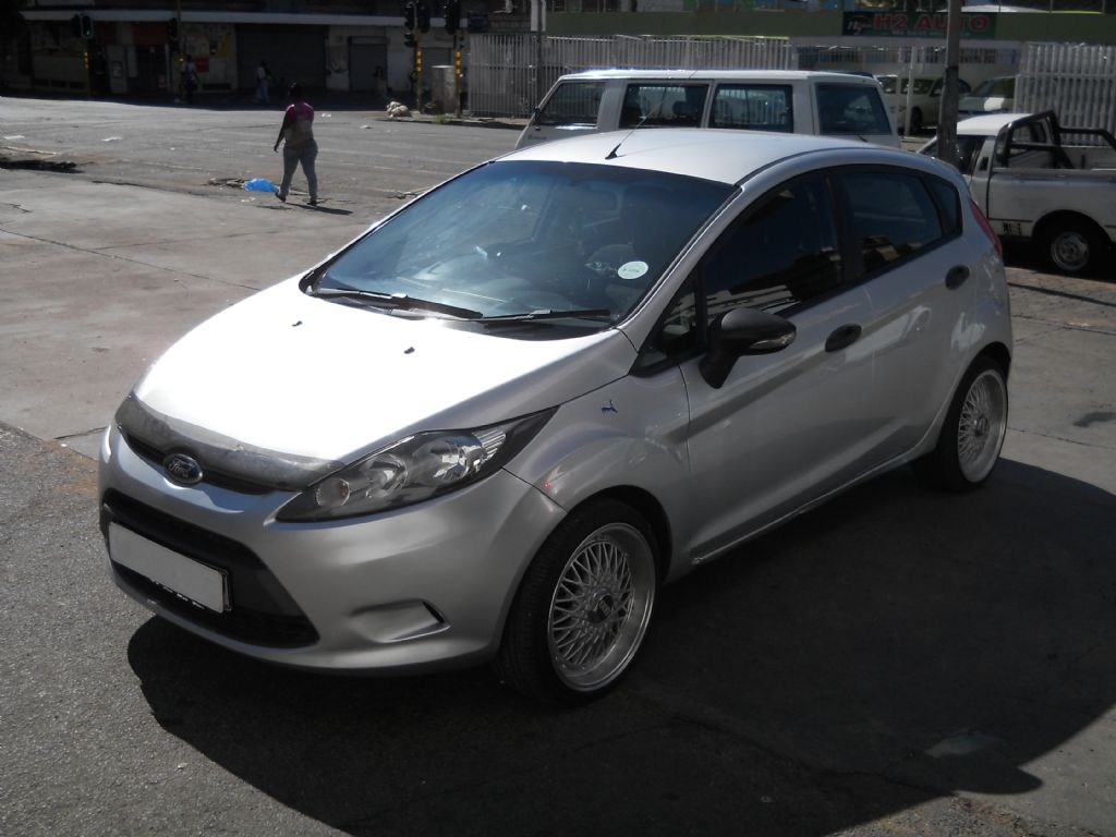used-ford-fiesta-2476096-2.jpg
