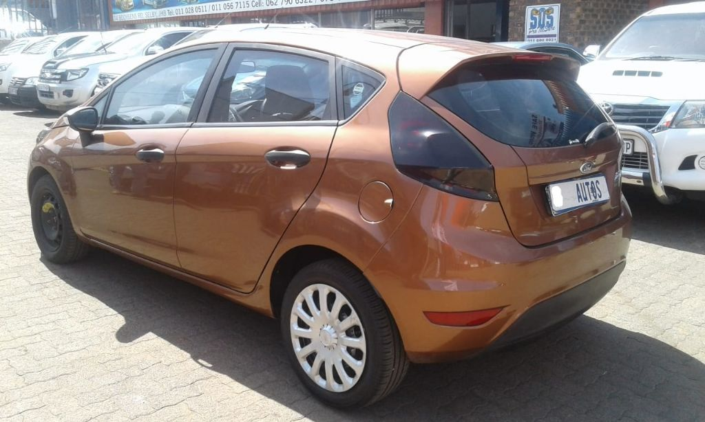 used-ford-fiesta-2626410-6.jpg
