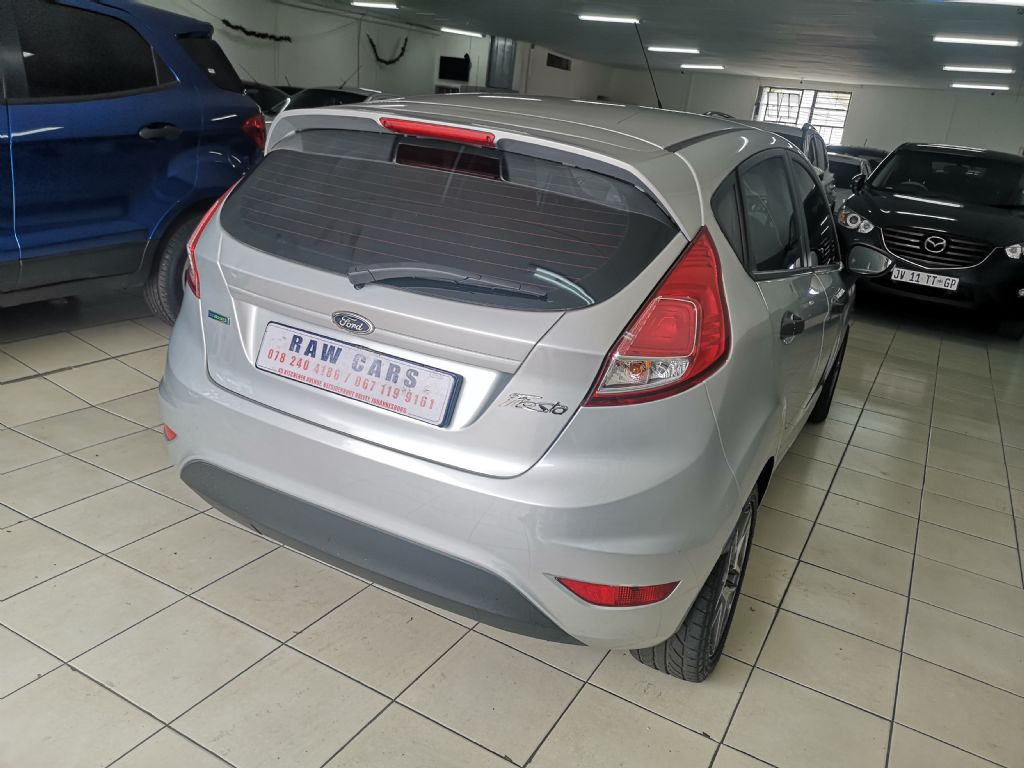 used-ford-fiesta-3182010-5.jpg