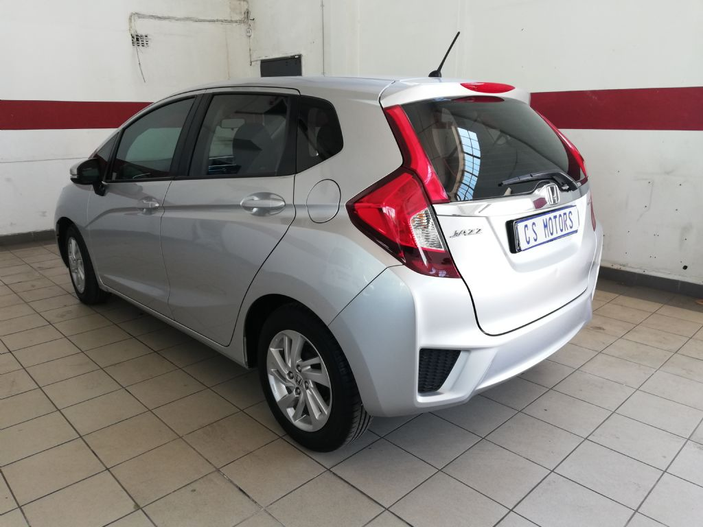 used-honda-jazz-2793508-5.jpg