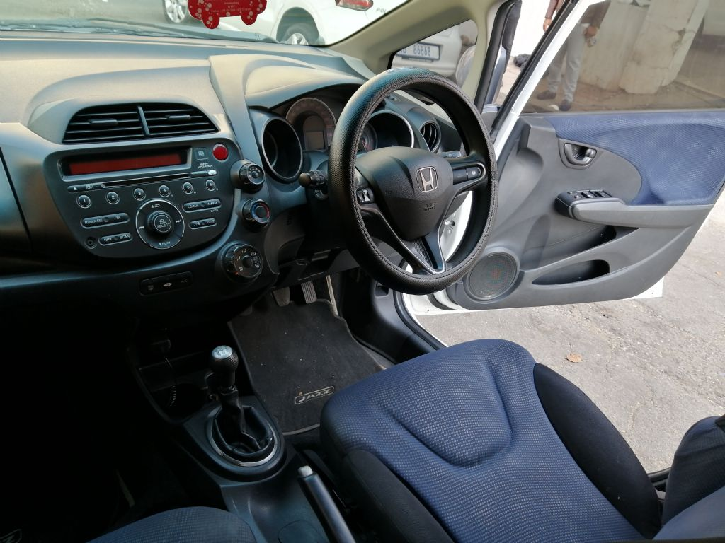used-honda-jazz-2937680-4.jpg