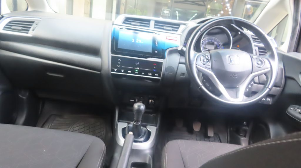 used-honda-jazz-3123941-7.jpg