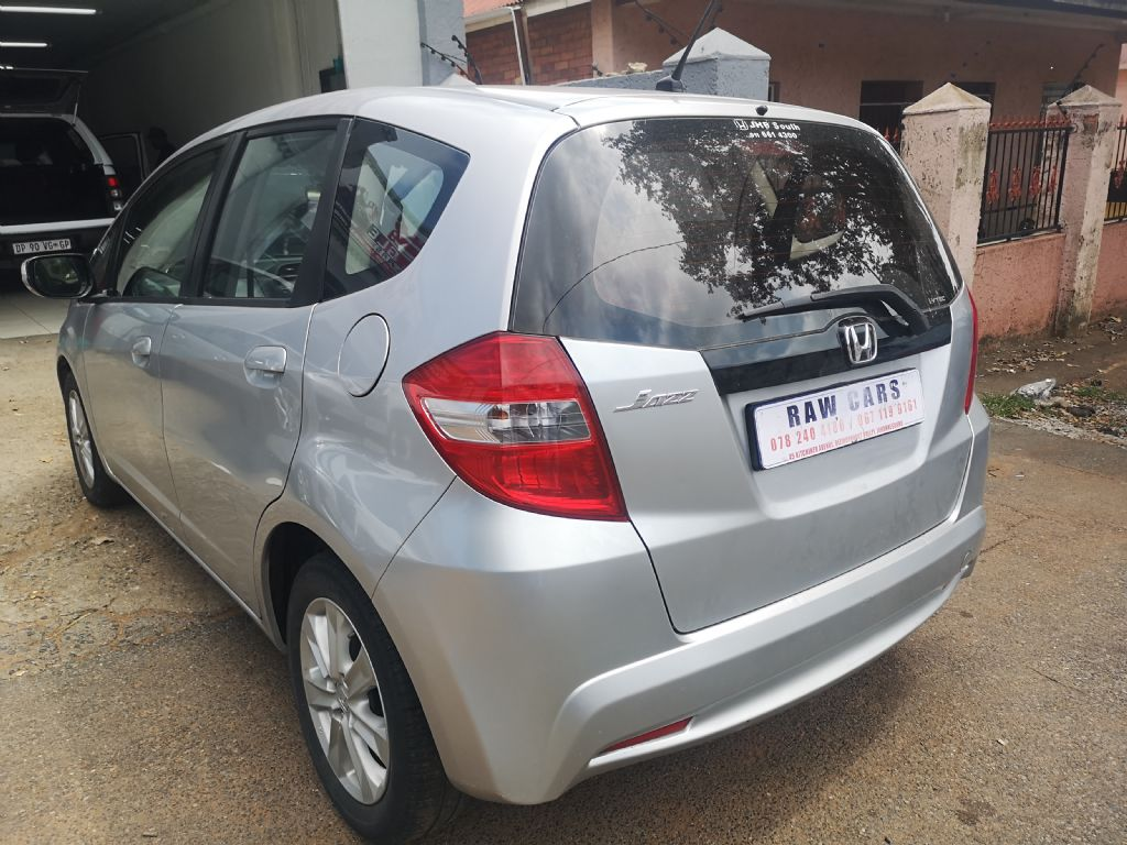 used-honda-jazz-3208698-5.jpg