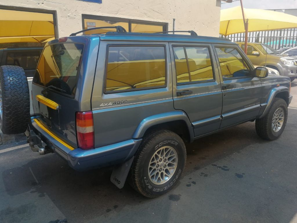used-jeep-cherokee-2982121-3.jpg