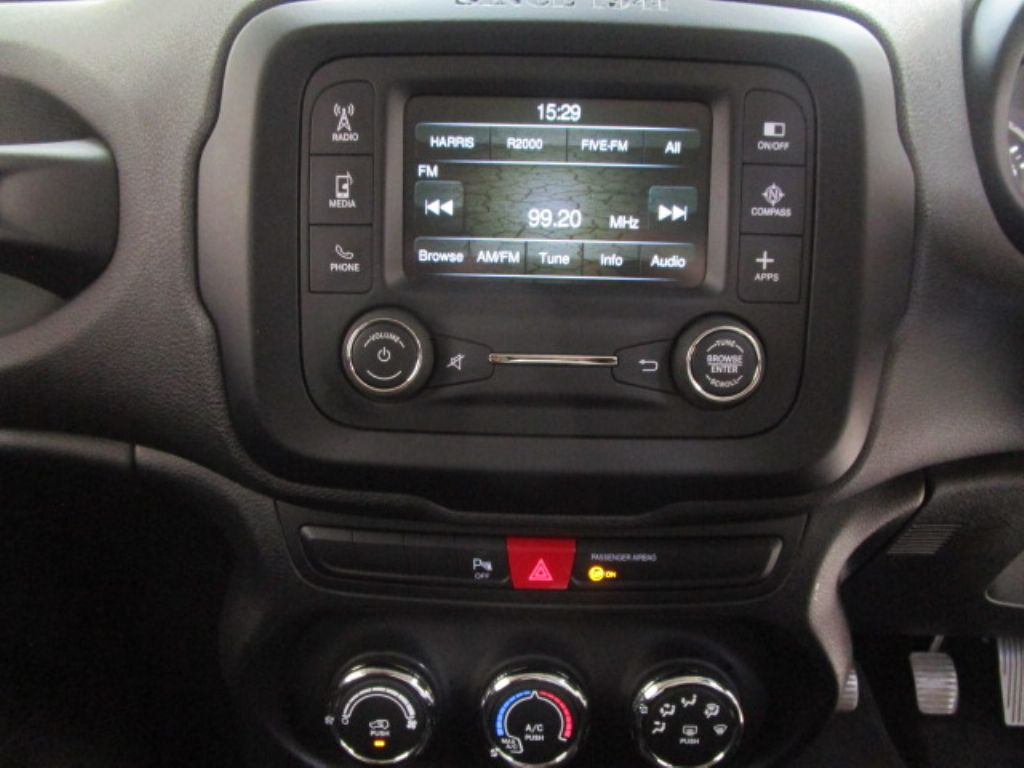 used-jeep-renegade-3171234-9.jpg