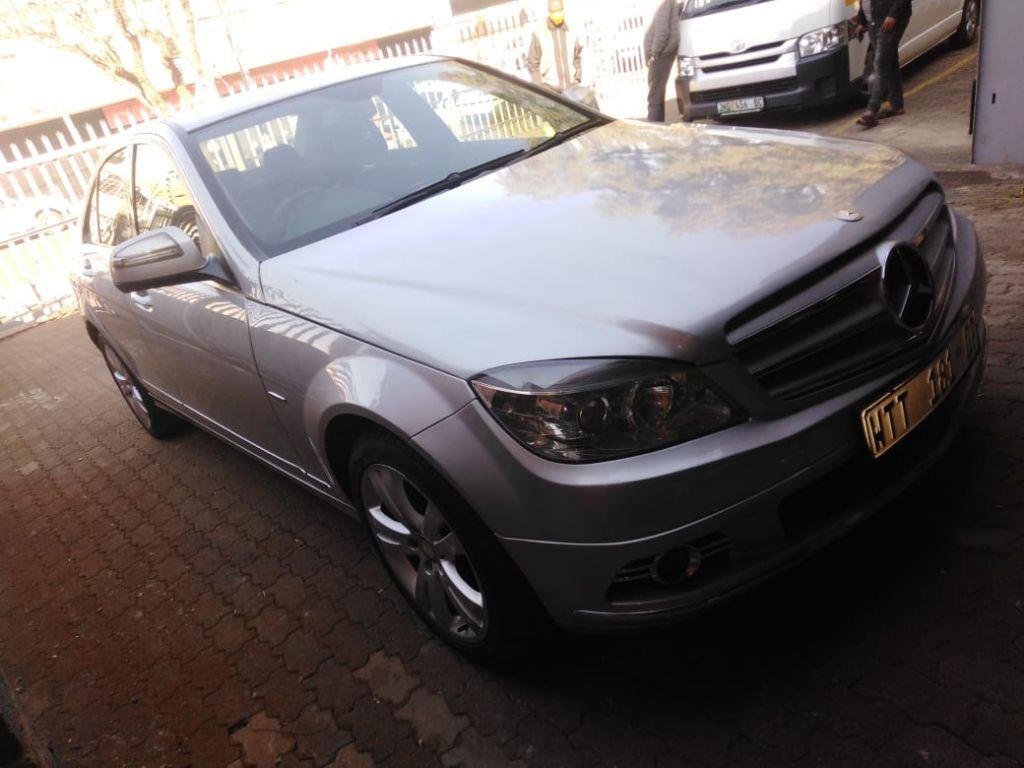 used-mercedes-benz-c-class-2948235-5.jpg