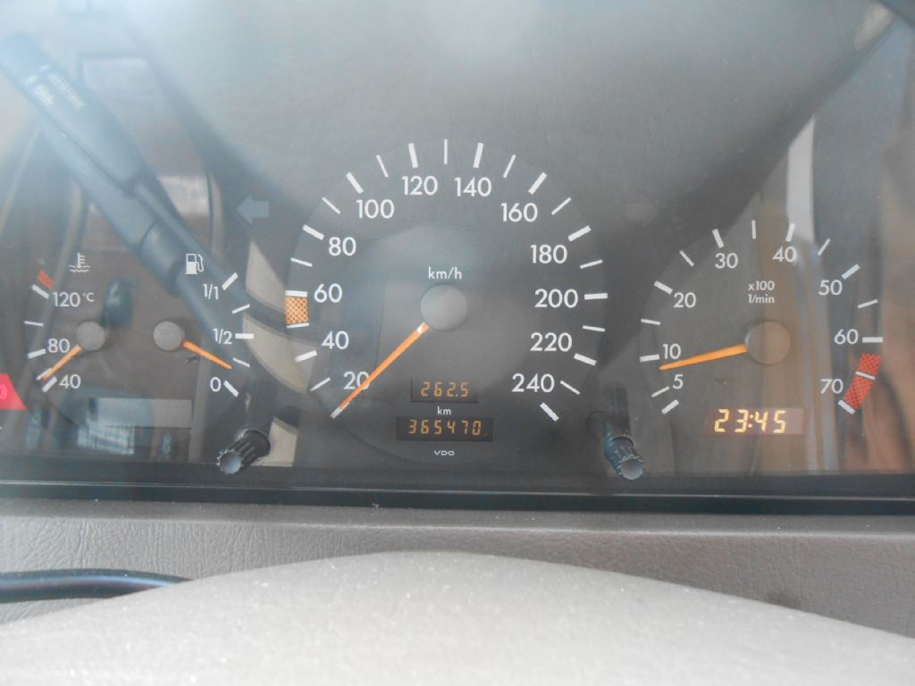 used-mercedes-benz-c-class-3061201-8.jpg