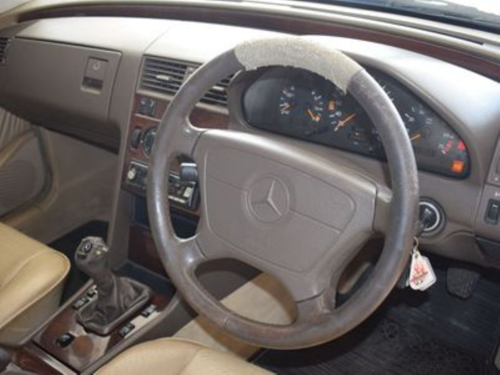 used-mercedes-benz-c-class-3149660-9.jpg