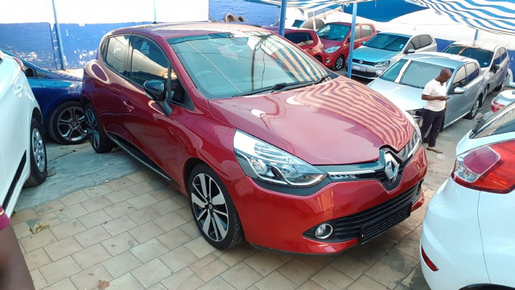 used-renault-clio-2366638-1.jpg