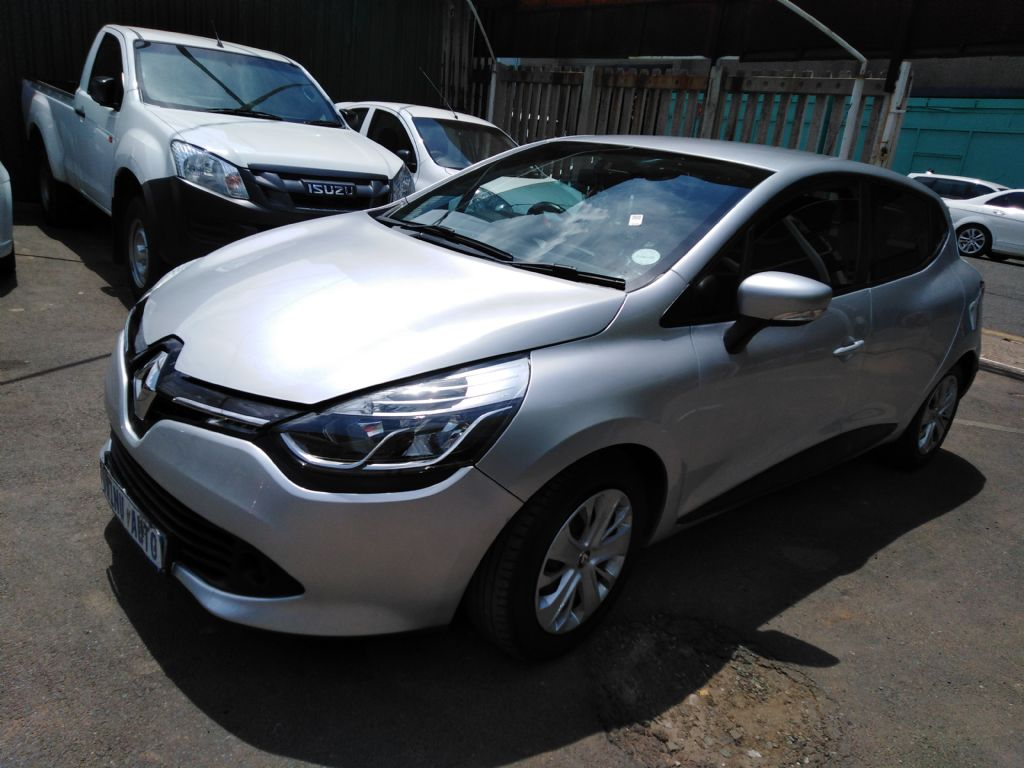 used-renault-clio-2839052-2.jpg