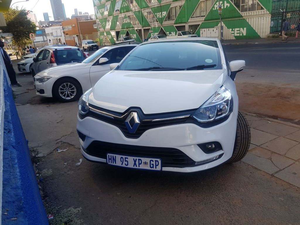 used-renault-clio-2907985-2.jpg