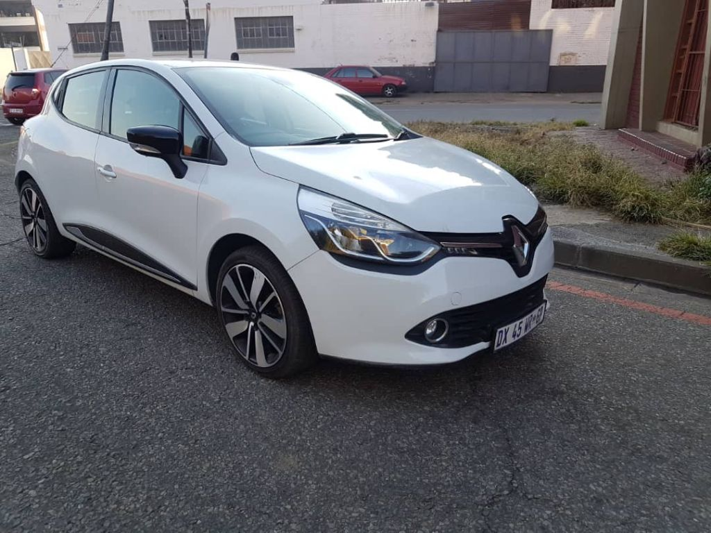 used-renault-clio-2912209-2.jpg