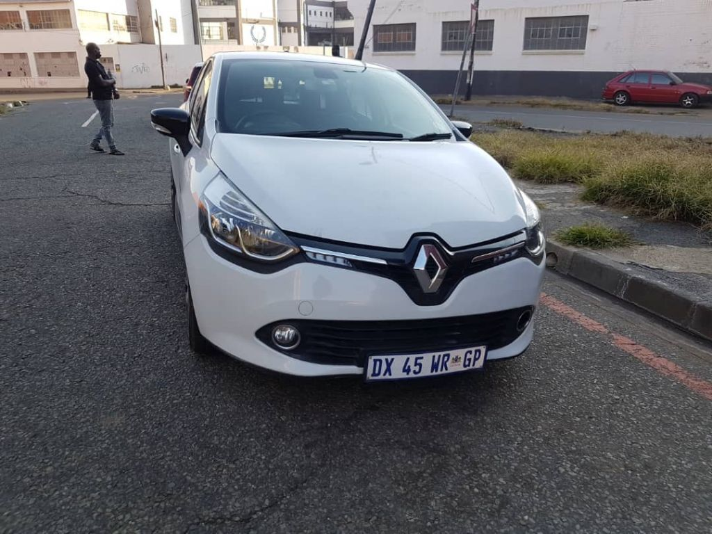 used-renault-clio-2912209-3.jpg