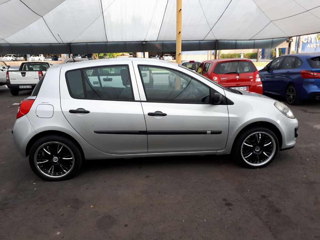 used-renault-clio-3209865-3.jpg