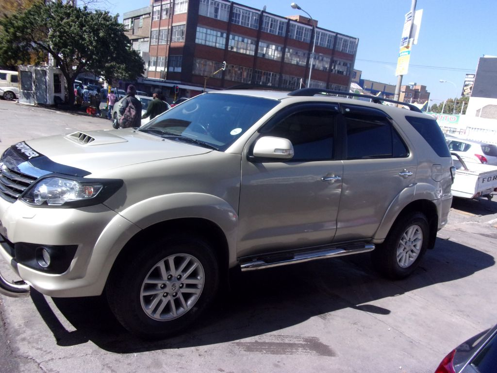 used-toyota-fortuner-2477550-10.jpg