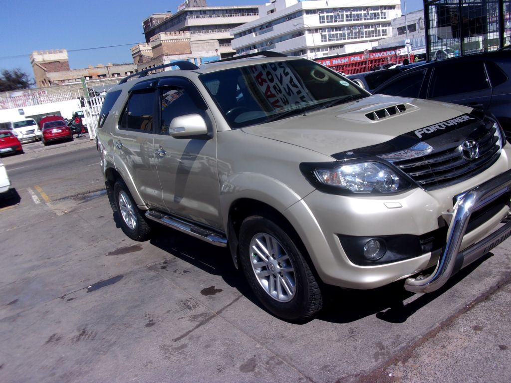 used-toyota-fortuner-2477550-2.jpg