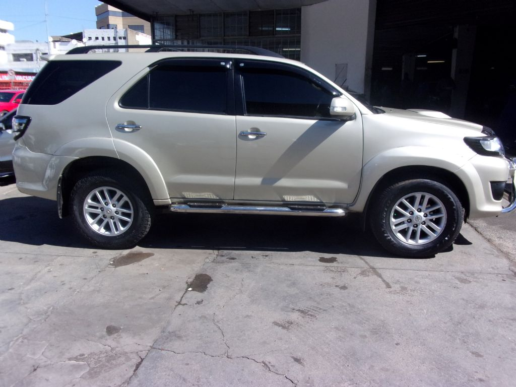 used-toyota-fortuner-2477550-3.jpg