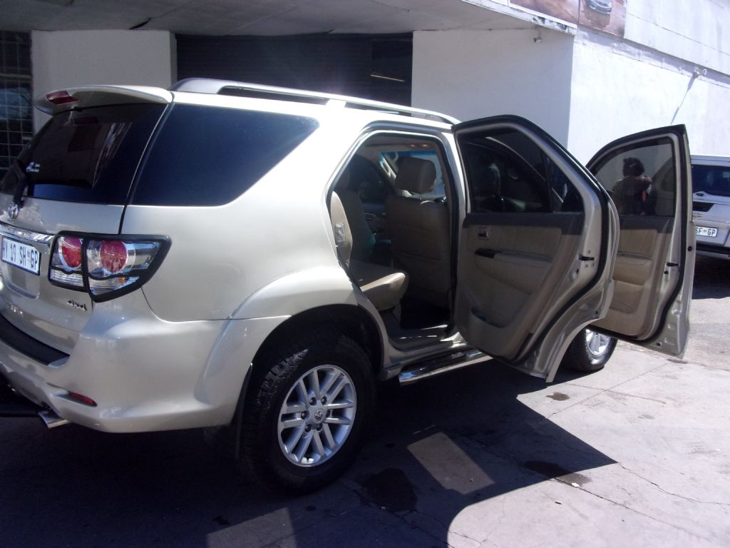 used-toyota-fortuner-2477550-5.jpg