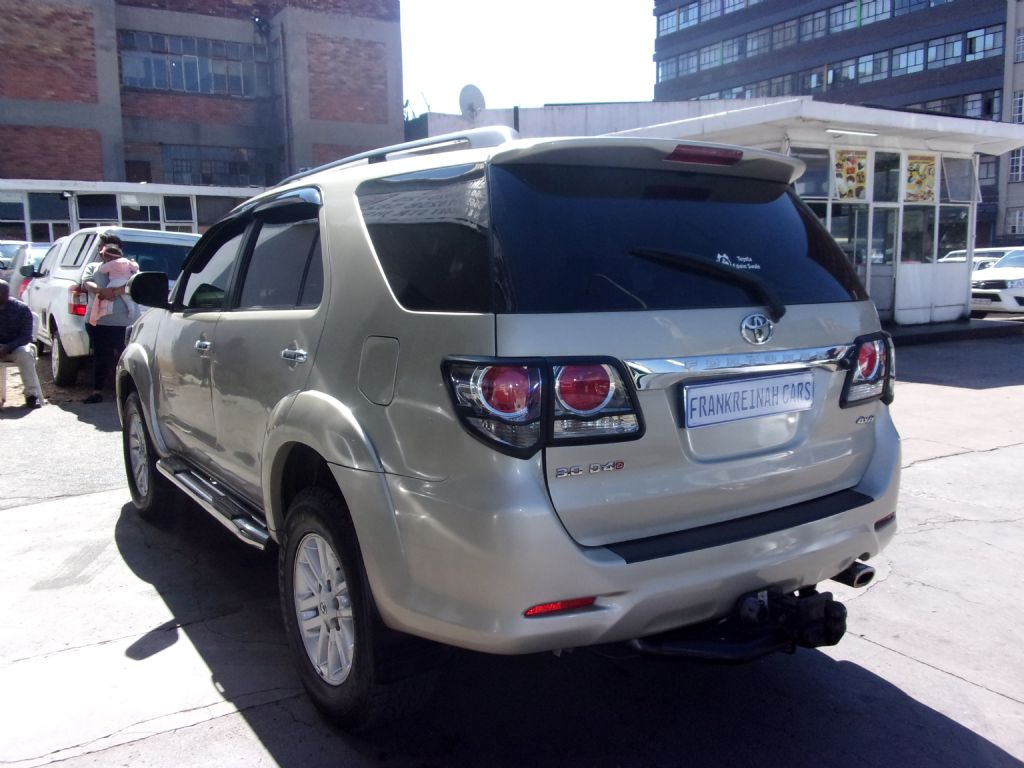 used-toyota-fortuner-2477550-9.jpg