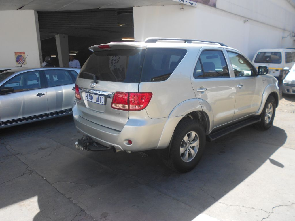 used-toyota-fortuner-2753226-1.jpg