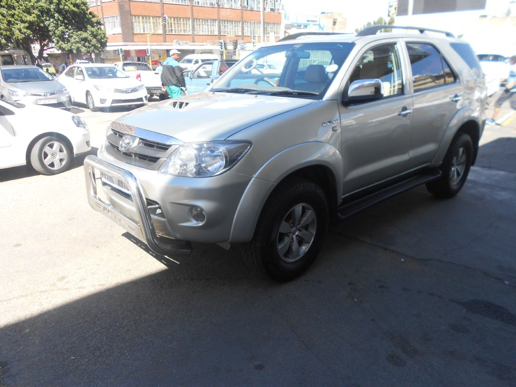 used-toyota-fortuner-2753226-2.jpg
