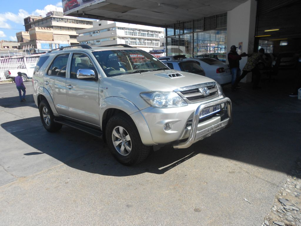 used-toyota-fortuner-2753226-4.jpg