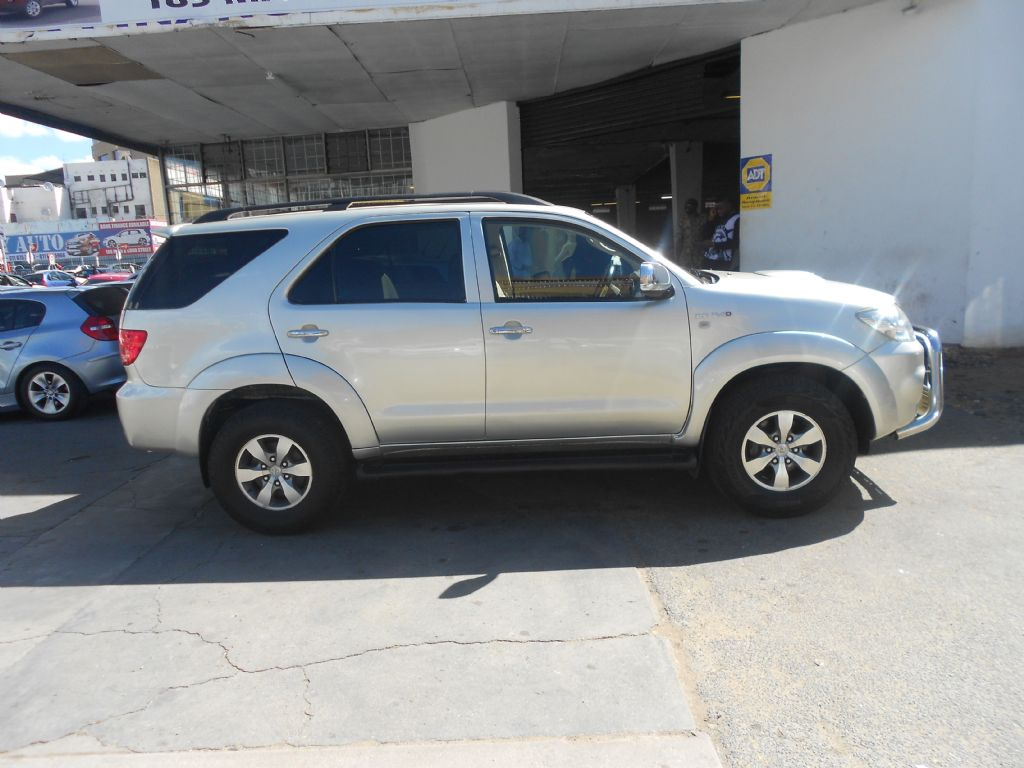 used-toyota-fortuner-2753226-5.jpg