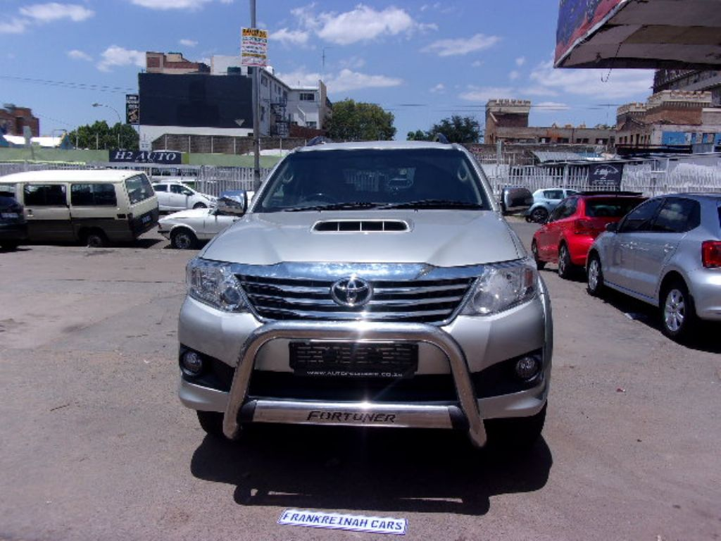 used-toyota-fortuner-2761376-1.jpg