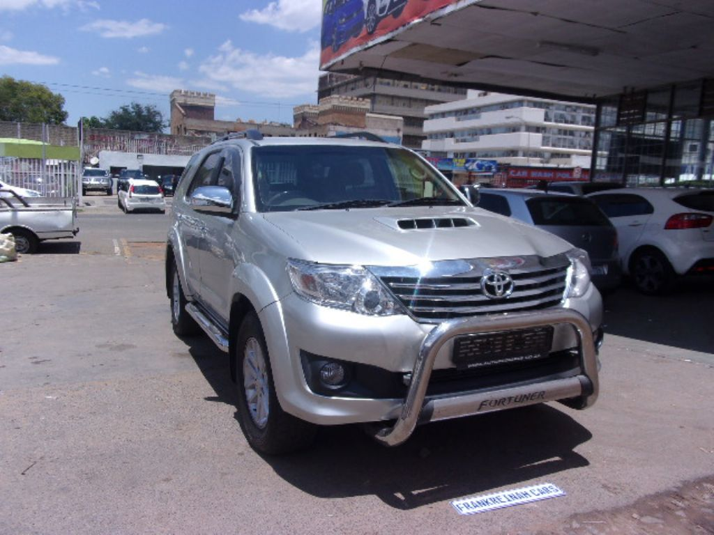 used-toyota-fortuner-2761376-2.jpg