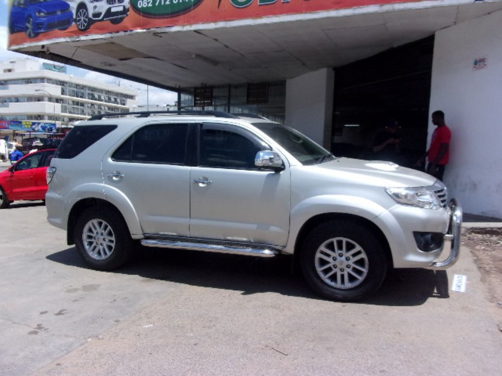 used-toyota-fortuner-2761376-3.jpg