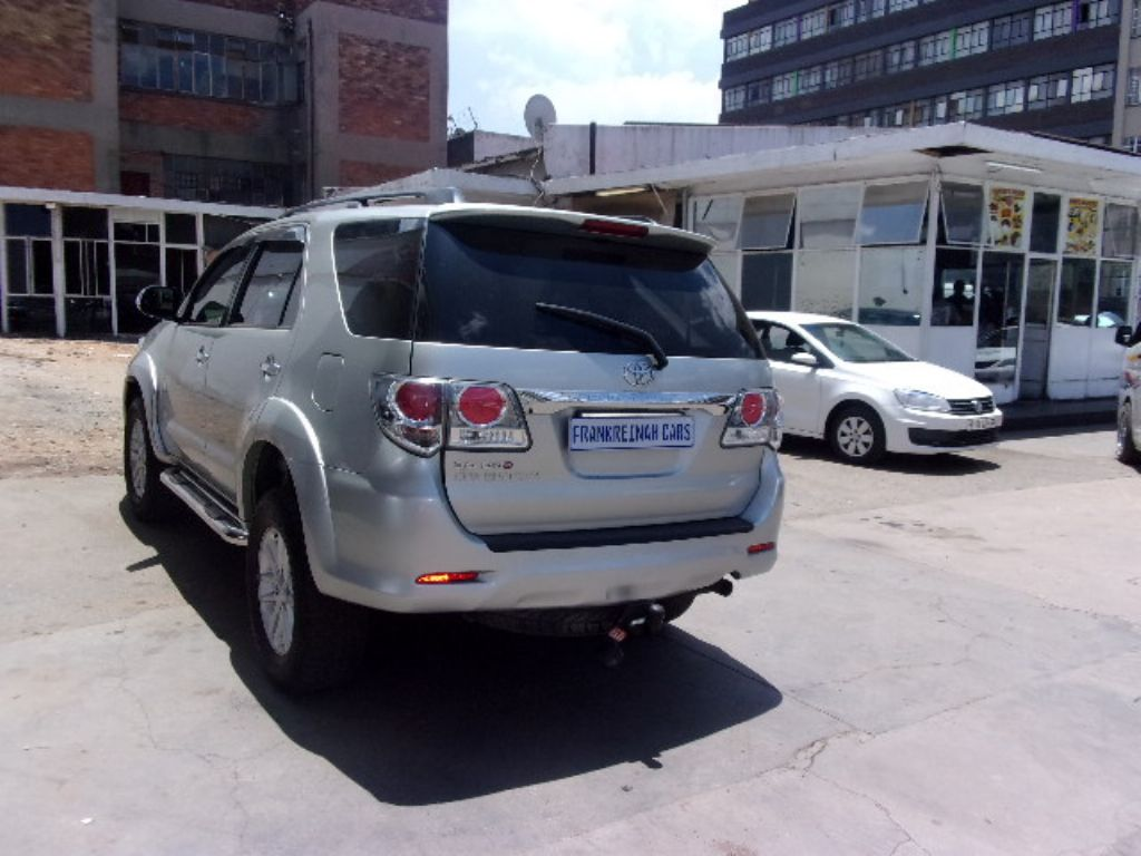 used-toyota-fortuner-2761376-6.jpg
