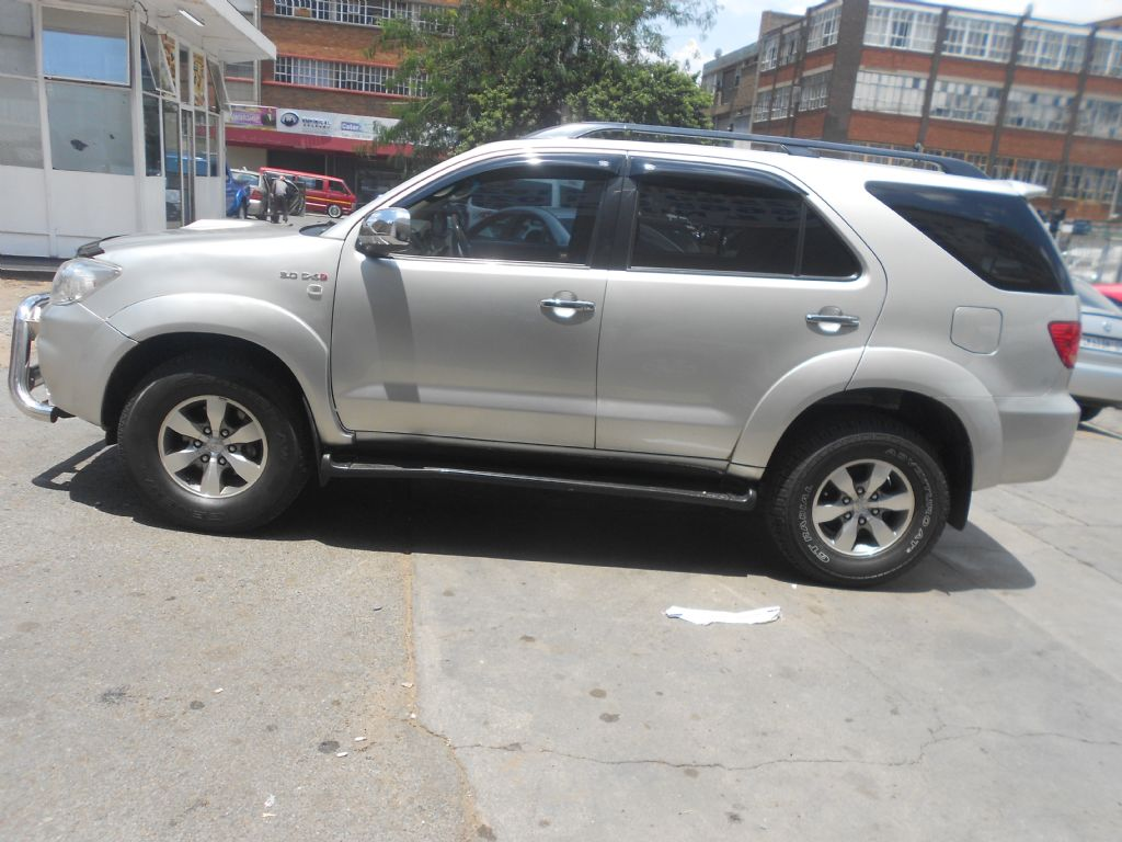 used-toyota-fortuner-2771678-1.jpg