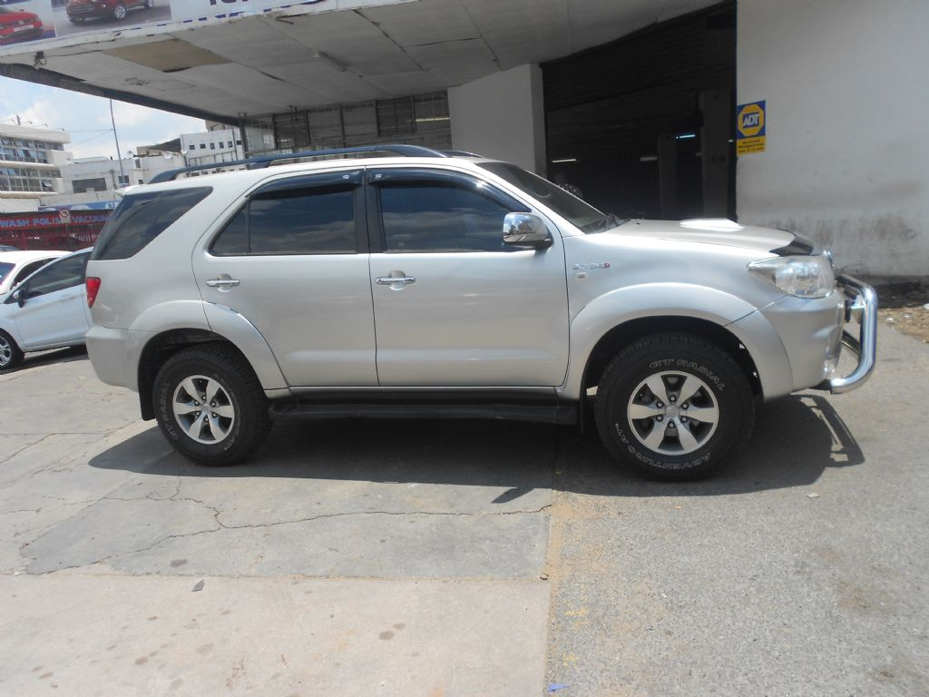 used-toyota-fortuner-2771678-4.jpg