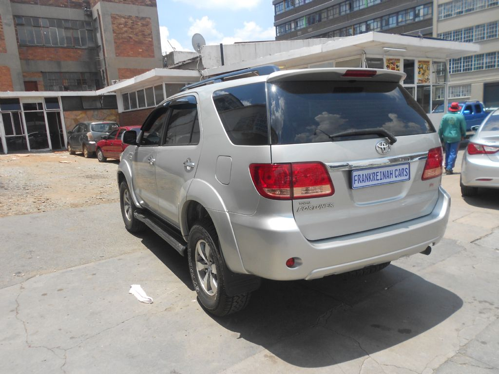 used-toyota-fortuner-2771678-7.jpg